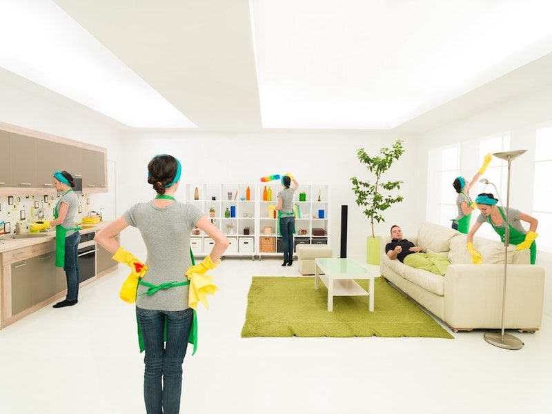 Advantages of hiring a house cleaning service